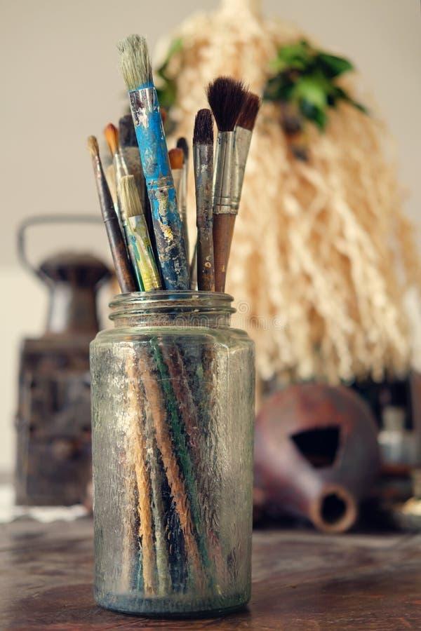 Cepillos de pintura fotografía de archivo