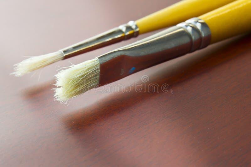 Cepillos de pintura usados foto de archivo libre de regalías