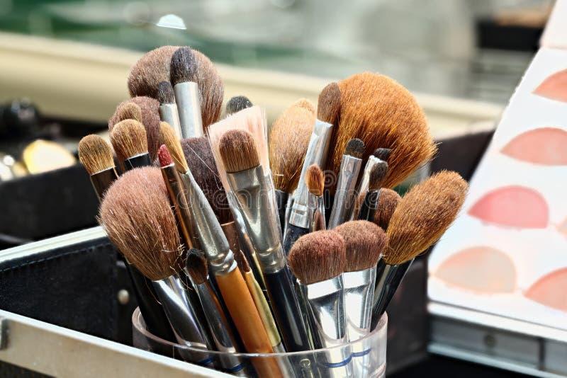 Cepillos del artista de maquillaje fotografía de archivo
