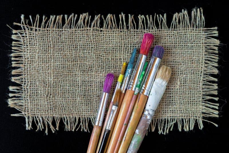 Cepillos del artista para pintar fotografía de archivo libre de regalías
