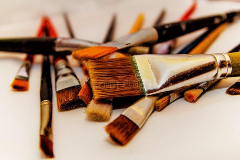 Download Cepillos Para El Fondo Blanco De Pintura Imagen de archivo - Imagen de brocha, colección: 100532309