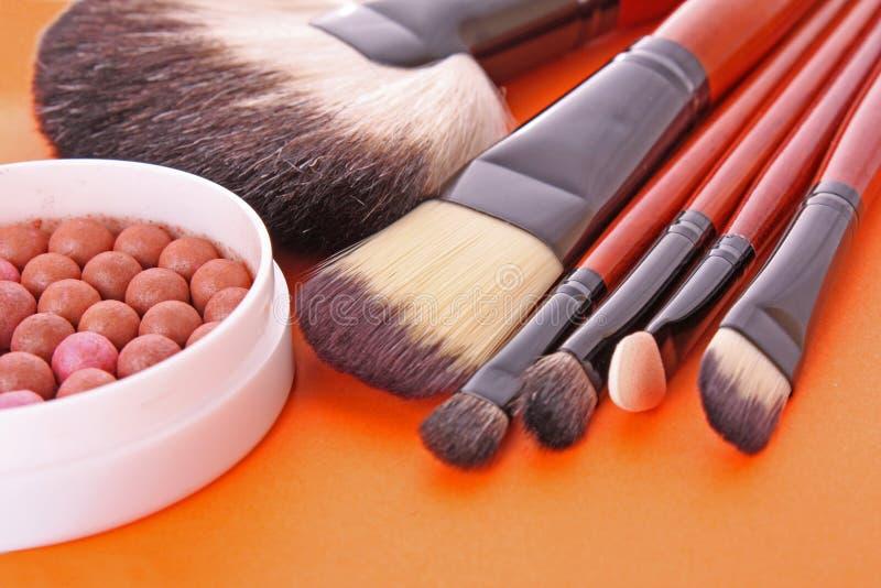 Cepillos y colorete del cosmético fotos de archivo libres de regalías