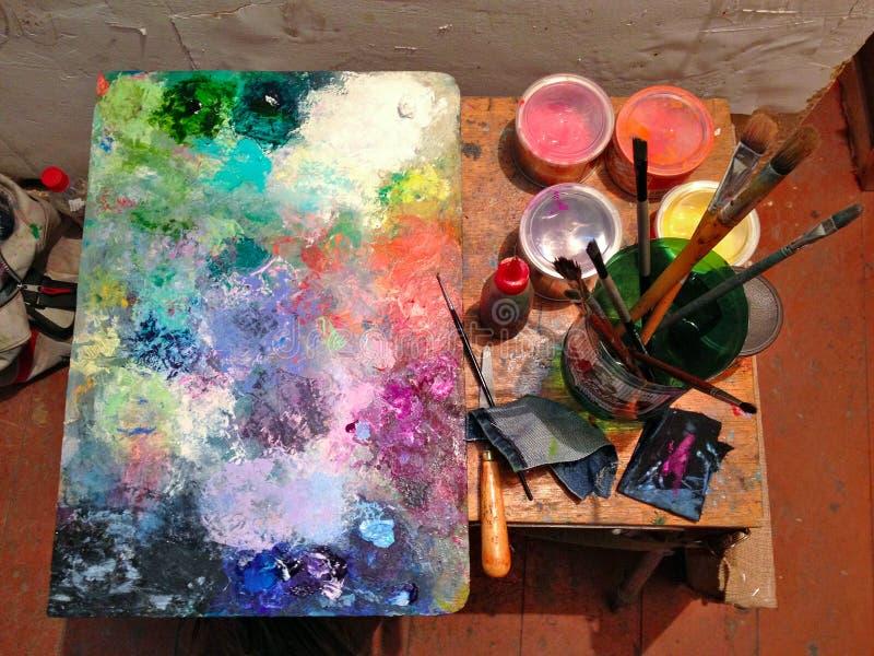 Cepillos y lona de pintura fotos de archivo libres de regalías