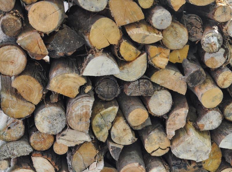 Ceppi di legno per il riscaldamento e la cottura del fuoco fotografie stock libere da diritti