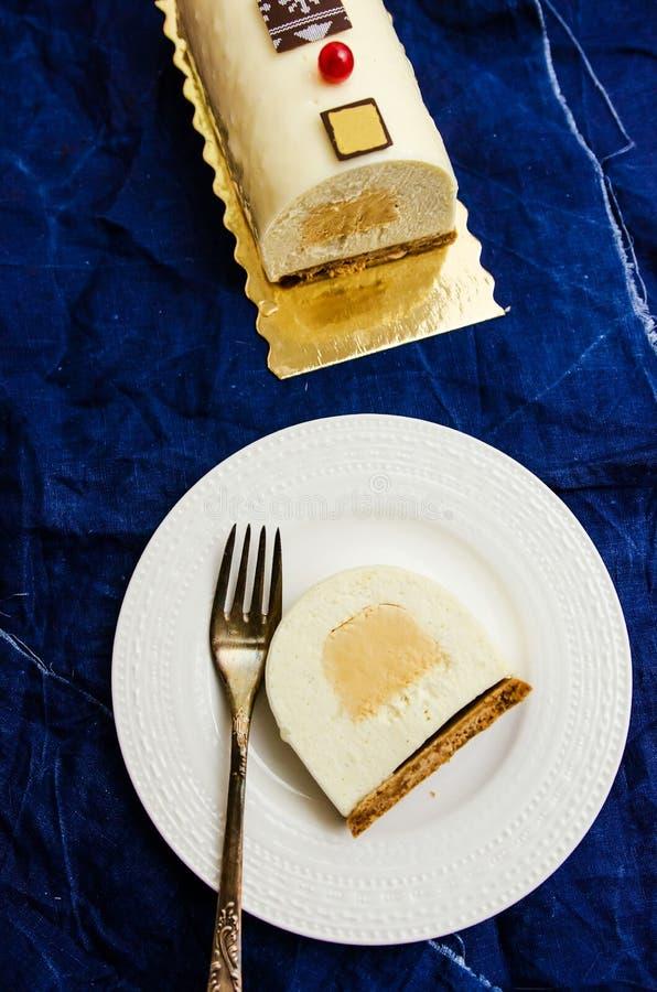 Ceppo di Yule della vaniglia e del caramello immagini stock libere da diritti