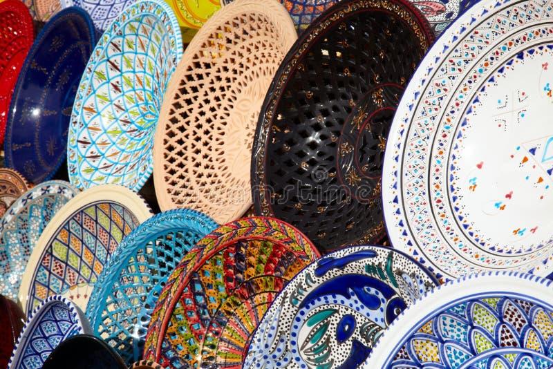 Cerámica árabe tradicional en el mercado imagen de archivo