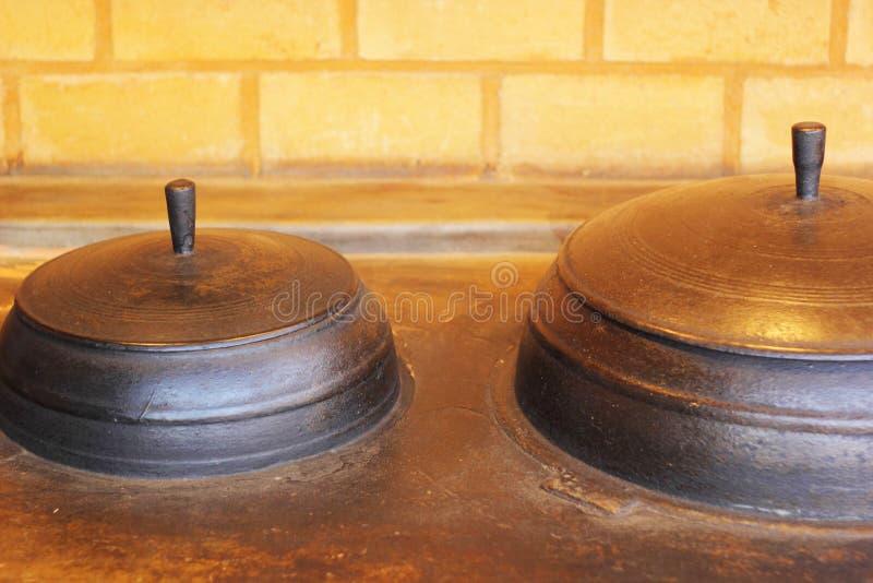 Cerámica de cerámica coreana tradicional para cocinar. imagen de archivo libre de regalías