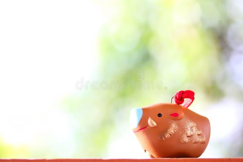 Cerámica japonesa tradicional Bell por año del cerdo imagenes de archivo