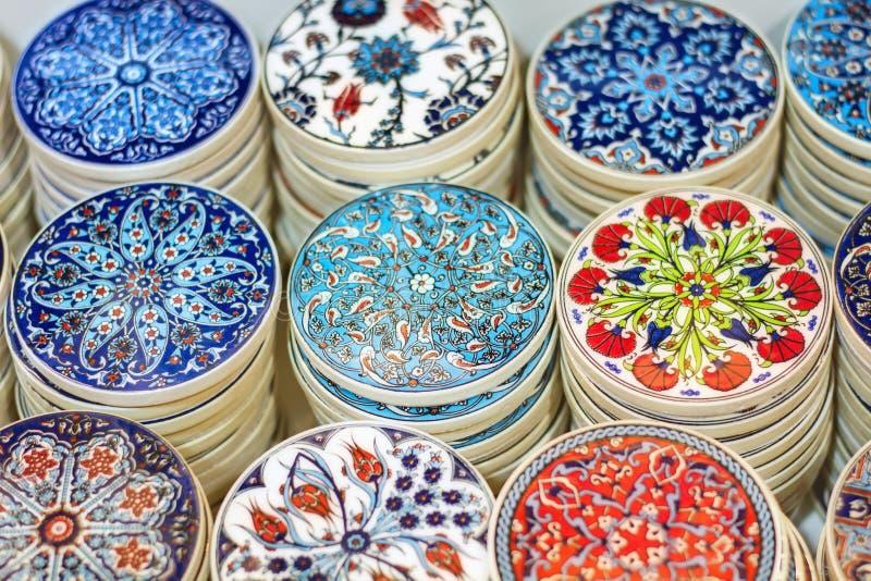 Cerámica turca tradicional en el bazar magnífico imagenes de archivo