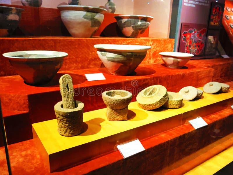 A cerâmica chinesa antiga, ferramentas de pedra, utensílios da vida imagens de stock