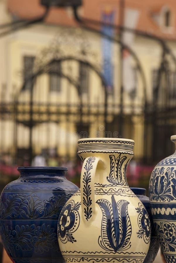 Cerâmica colorida em Sibiu imagens de stock