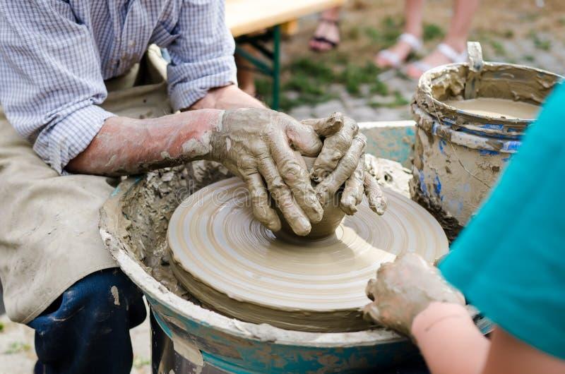 Cerâmica de ensino do ancião foto de stock