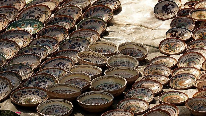 Cerâmica de Horezu indicada em uma feira tradicional do artesanato imagem de stock royalty free