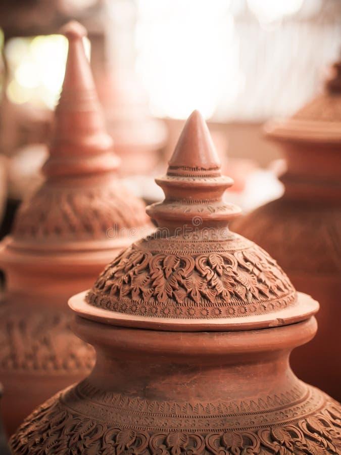 Cerâmica decorada tradicional tailandesa da argila imagem de stock royalty free