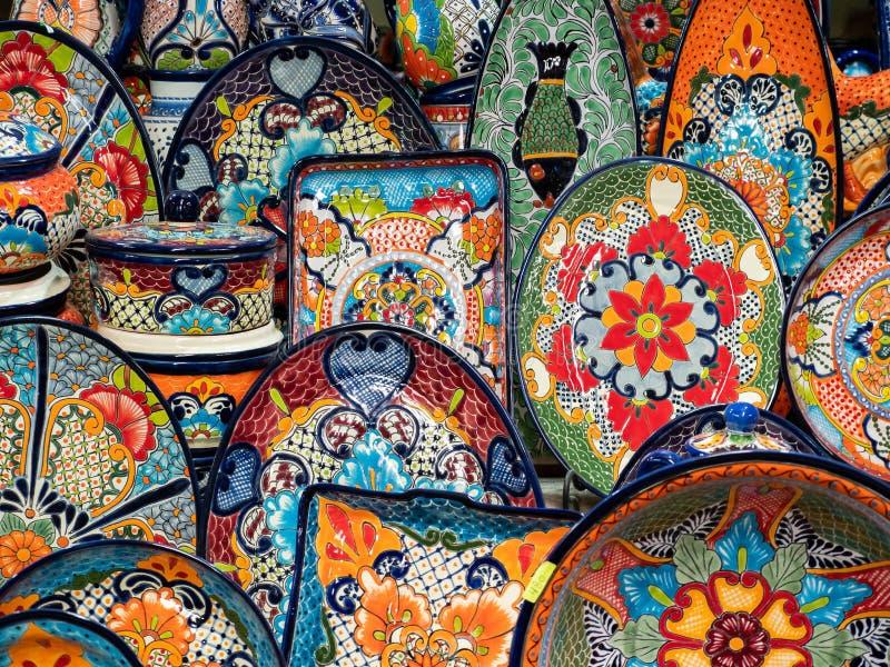 Cerâmica mexicana na venda no mercado de rua, San Miguel de Allende, México fotografia de stock royalty free