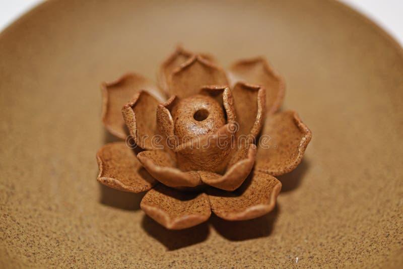 Cerâmico aumentou na placa cerâmica foto de stock