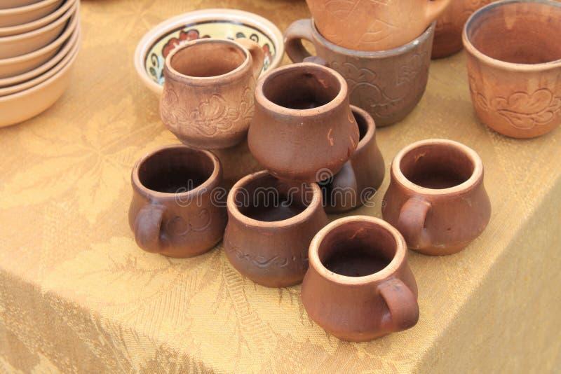 Ceramica ecologica delle terraglie dell'argilla venduta nel mercato fotografia stock libera da diritti