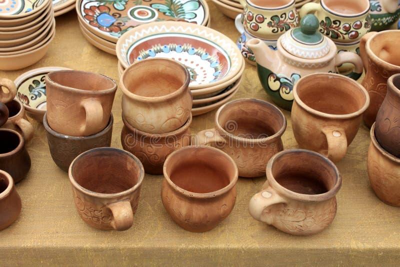 Ceramica ecologica delle terraglie dell'argilla venduta nel mercato immagine stock libera da diritti