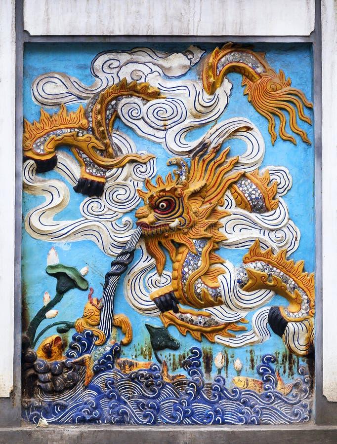 Ceramiczna dekoracja wejście w Ngoc syna świątyni, Hanoi Hanoi WIETNAM, STYCZEŃ - 12, 2015 - zdjęcia royalty free