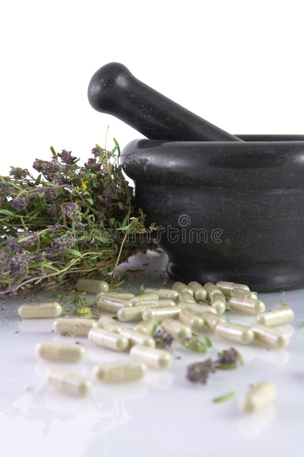 ceramiczne ziołowe moździerzowe pigułki tymiankowe zdjęcie stock