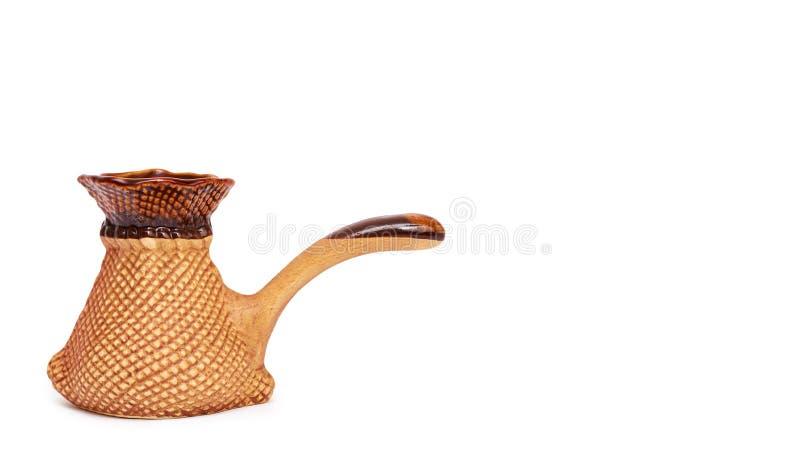 Ceramicznego cezve lub Tureckiej kawy garnek Odizolowywający na białym tle, odbitkowa przestrzeń, szablon fotografia royalty free