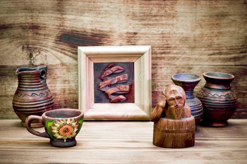 Ceramiczni i drewniani produkty obraz royalty free