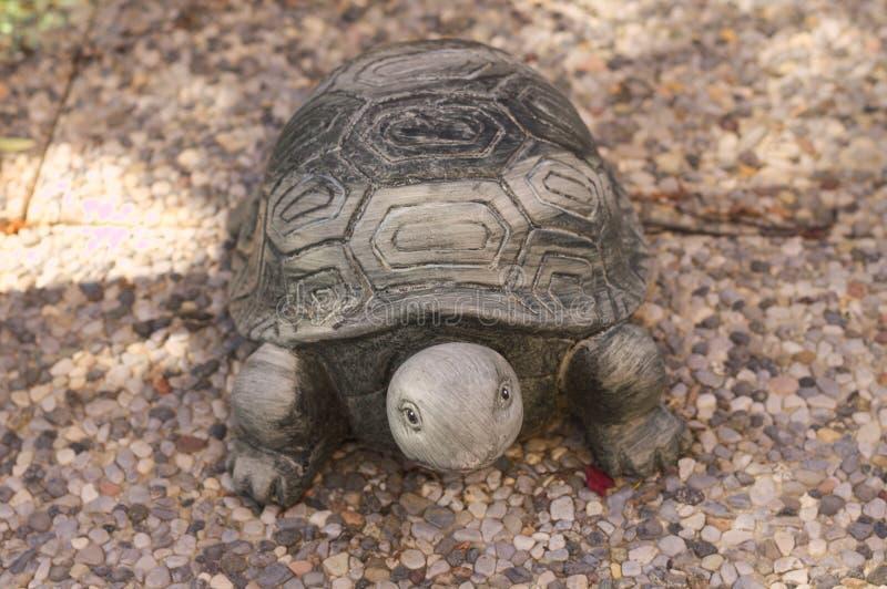 Ceramiczny żółw na podłoga obraz stock