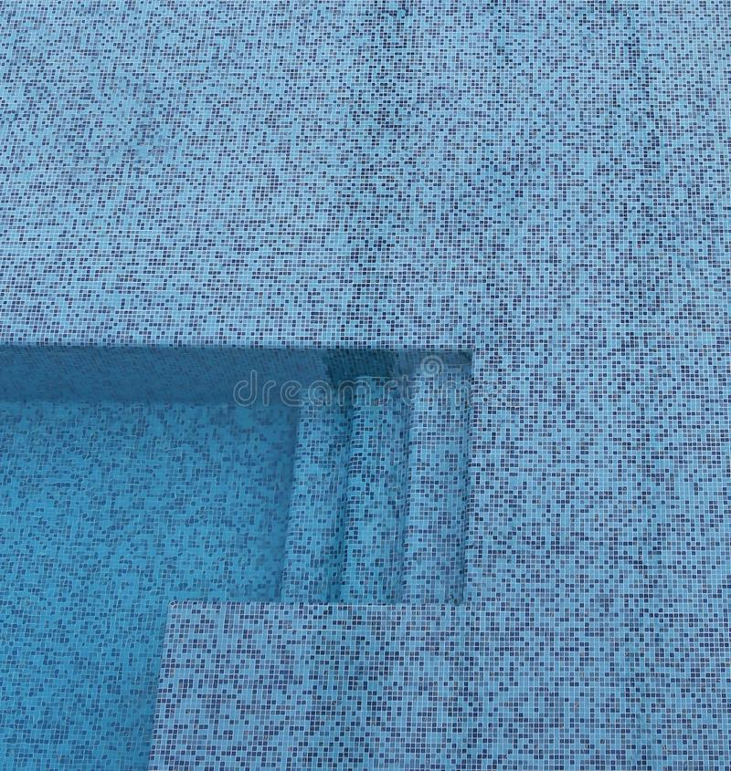 Ceramiczny basen z schodkiem obraz stock