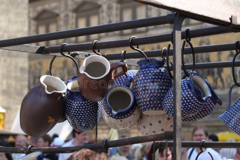 Ceramiczny obwieszenie w stojaku fotografia stock