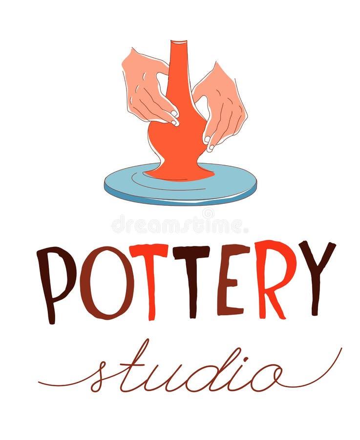 Ceramiczny studio Tradycyjny ceramiczny robić, ręki kształtuje wazę na kole royalty ilustracja