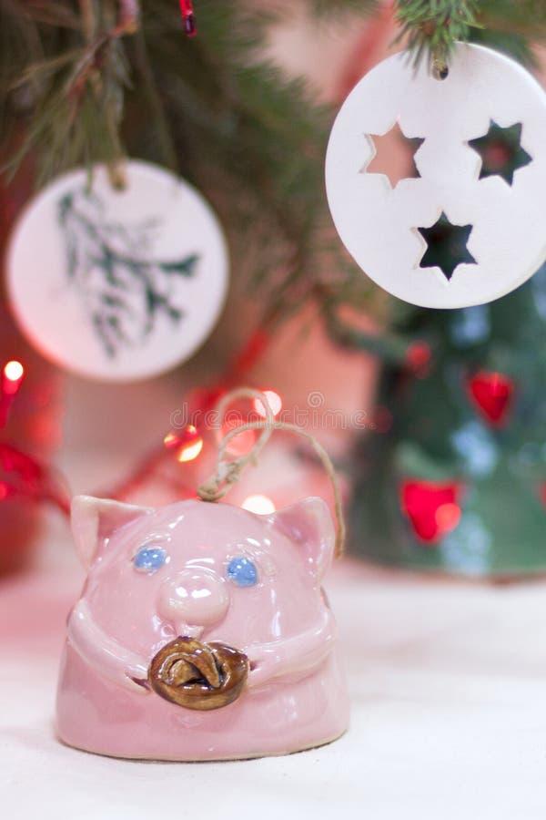 Ceramisch stuk speelgoed in de vorm van een varken royalty-vrije stock afbeelding