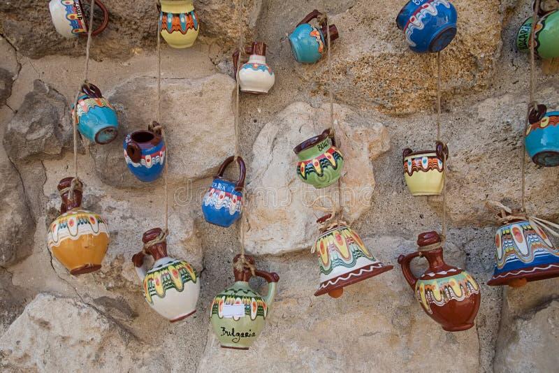 Ceramische herinneringen in Bulgarije stock foto's
