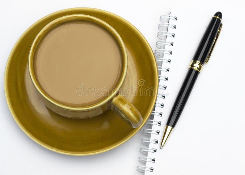 Ceramische koffiemok en pan stock foto