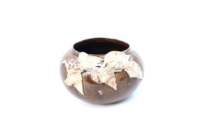 Ceramische kom op geïsoleerd stock fotografie