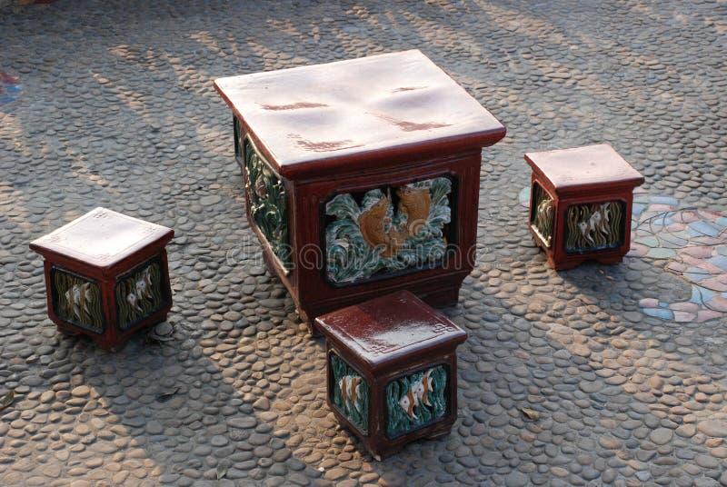 Ceramische krukken en Lijst royalty-vrije stock foto