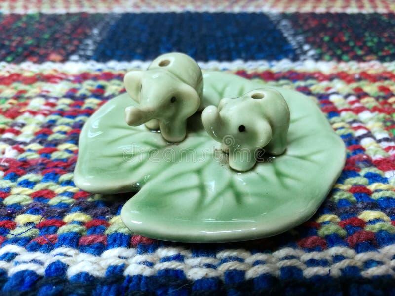 Ceramische olifantsgift royalty-vrije stock afbeeldingen