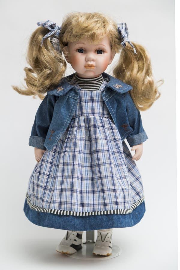 Ceramische porselein met de hand gemaakte pop met lang blond haar met staart royalty-vrije stock foto's