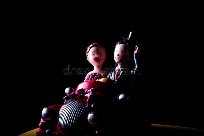 Ceramische stuk speelgoed auto met echtpaar rustig schot royalty-vrije stock foto