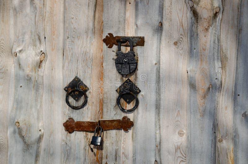 Cerca com hardware e o fechamento autênticos fotografia de stock
