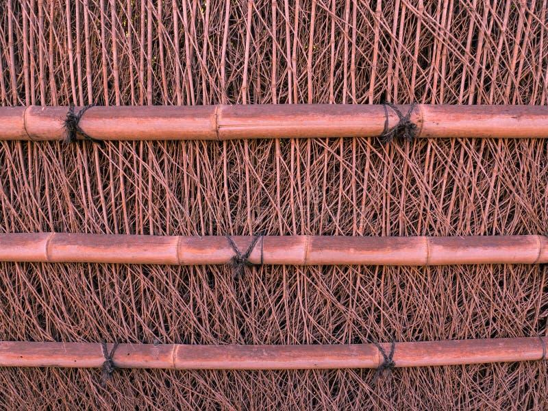 Cerca de bambú alrededor de la casa fotos de archivo libres de regalías