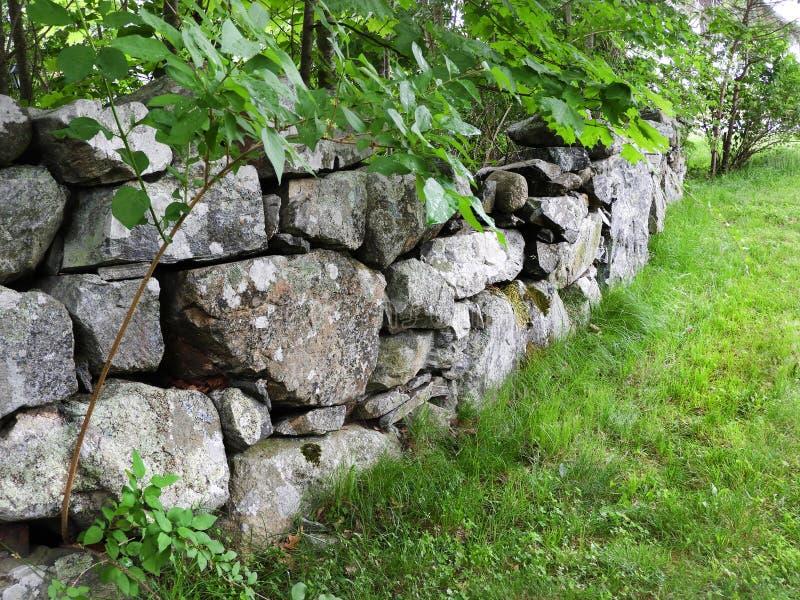 Cerca de la piedra de Nueva Inglaterra en Massachusetts fotos de archivo libres de regalías