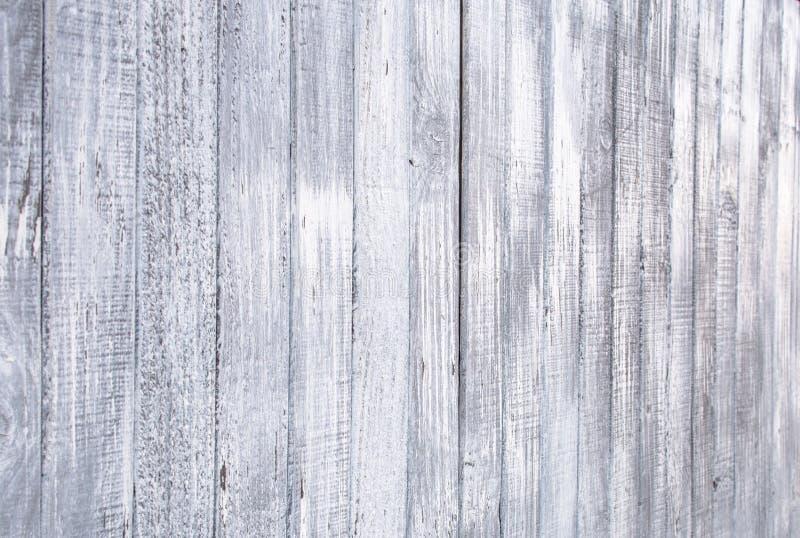 Cerca de madera al aire libre vieja pintada de la pintura blanca para el fondo de la textura fotografía de archivo libre de regalías