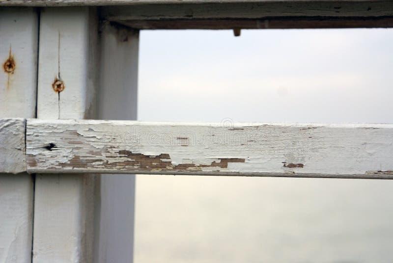 Cerca de madera blanca vieja imagen de archivo