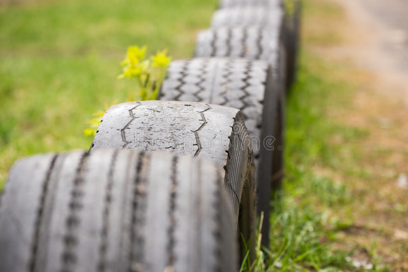 Cerca de neumáticos fotografía de archivo