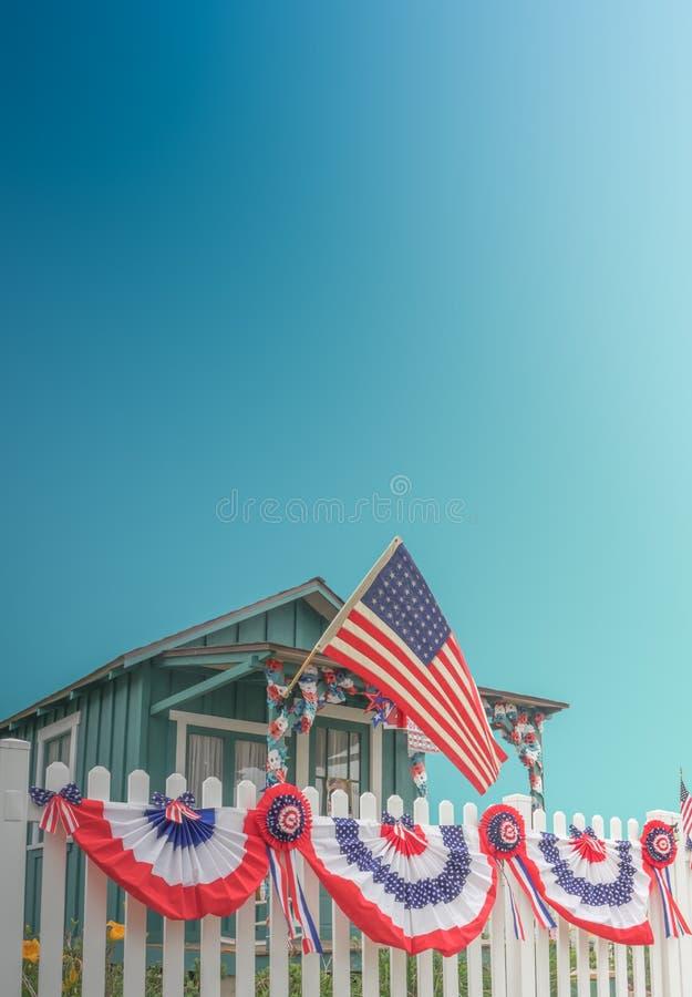 A cerca de piquete branca Patriotic EUA dirige foto de stock royalty free