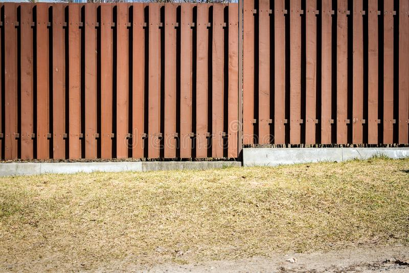 Cerca de placas de madeira marrons imagens de stock