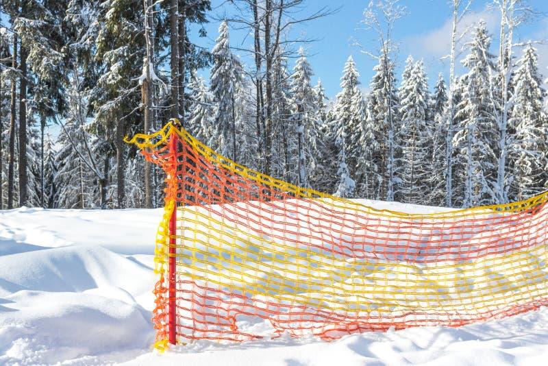 Cerca de seguridad para la estación de esquí fotos de archivo