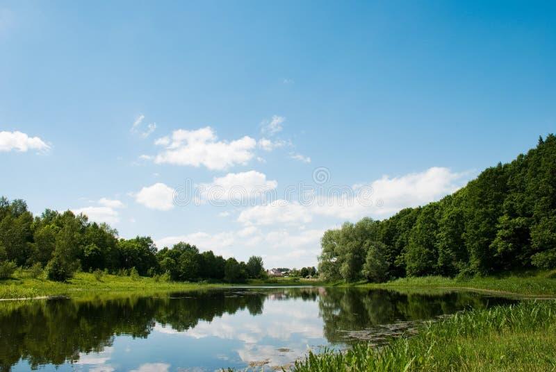 Cerca del lago fotos de archivo