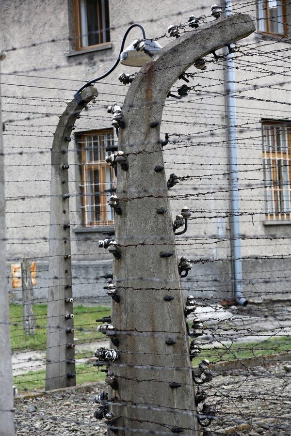 Cerca eléctrica en el campo de concentración nazi anterior Auschwitz I foto de archivo libre de regalías