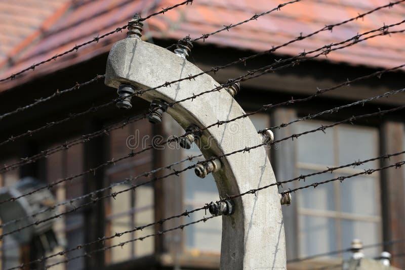 Cerca eléctrica en el campo de concentración nazi anterior Auschwitz I imagen de archivo libre de regalías
